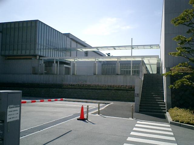 02) 神奈川県立近代美術館_葉山。  この階段は?入口ではない!
