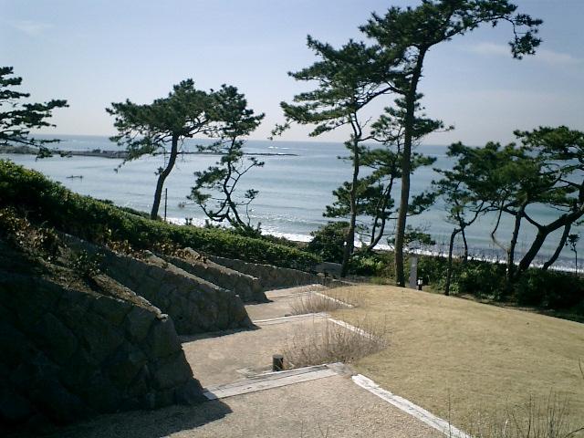 08) 神奈川県立近代美術館_葉山。  散策路の階段を見下ろす。