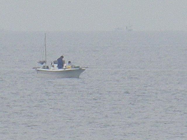 06)   17.04.22 逗子マリーナ(~飯島地区)から、曇天朝の海を漫然と撮っただけ。
