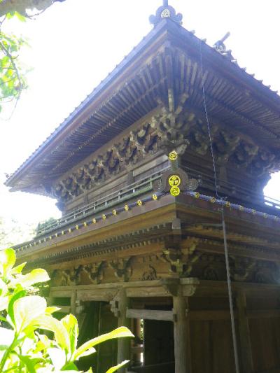 06)   国の重要文化財の山門。これまでに何度も同じような写真を撮ってきたが、自分でも見分けができなそうな国の重要文化財 ' 祠堂 '(の鞘堂)前から初めて撮った。呼び方を知らない