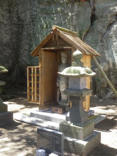 20-1)   新たに安置された菩薩像。直近正面からの撮影を憚った。 17.05.05端午  鎌倉「英勝寺」立夏。