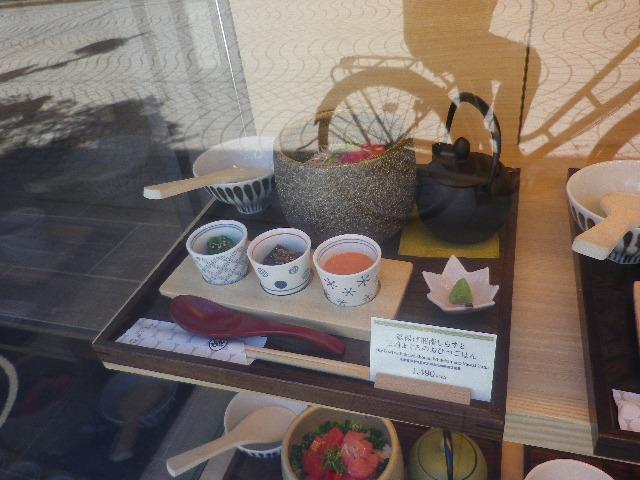 04)   17.07.11 通りがかった際、テキト-に撮った。 鎌倉「もみじ茶屋 _ 御成店」