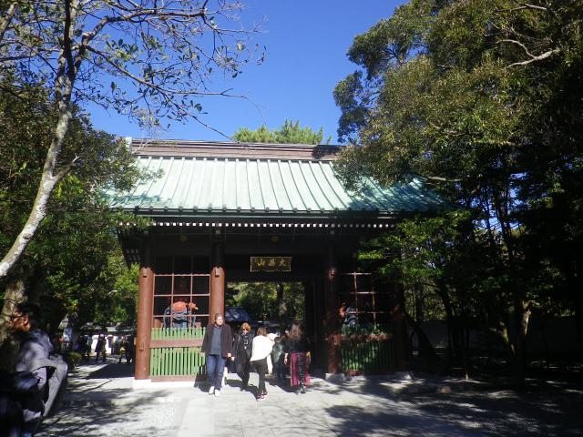 01-1)    16.11.25 鎌倉「高徳院」アソコから覗いた