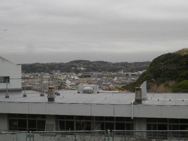02-1-a) 鎌倉市立第一中学校裏からの眺望
