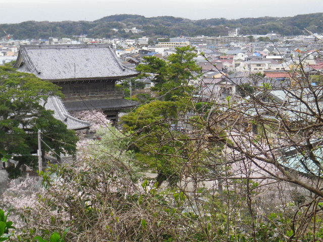 05-1-a) 鎌倉市立第一中学校校門周辺 = 「光明寺」裏からの眺望