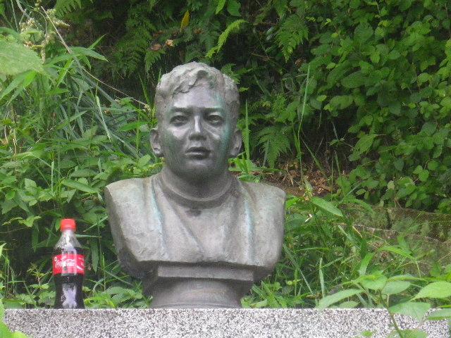 05-2)  赤木圭一郎 之像