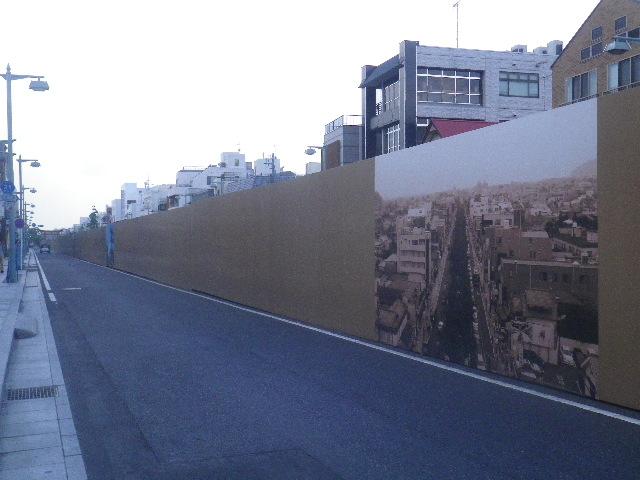 Ex.02) 古い写真を印刷した、段葛整備中の覆い。 _ 鎌倉市雪ノ下~鎌倉市小町