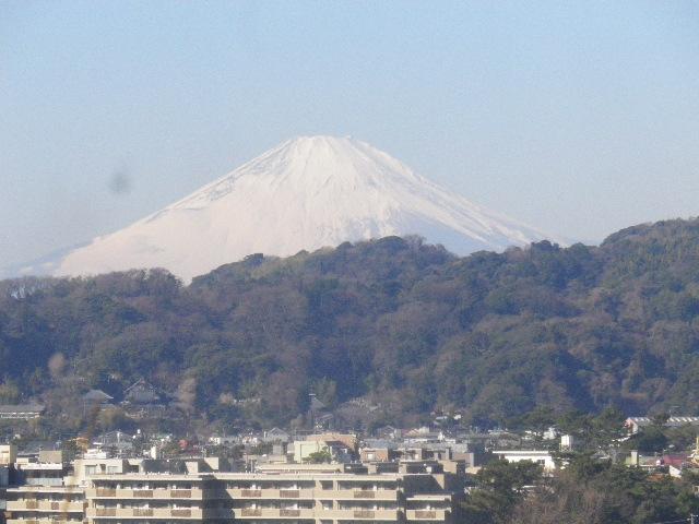 02-2-zoom1) 2/3中の富士山