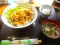 「ポークチャップ丼、他  ドリンク付」 今日は¥600 _ 「かまくらふれんず」鎌倉市御成町 16.12.24