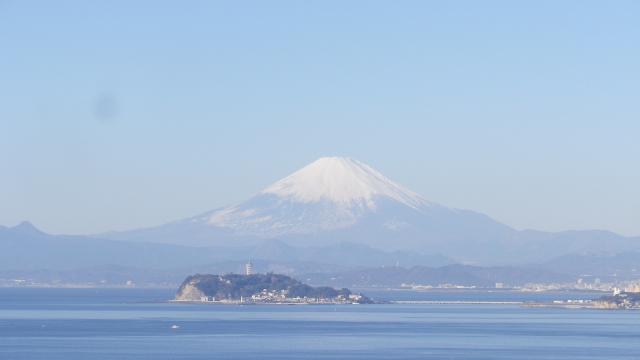 02-1)    江の島 と 富士山 17.01.01 平成二十九年 元旦 逗子「大崎公園」