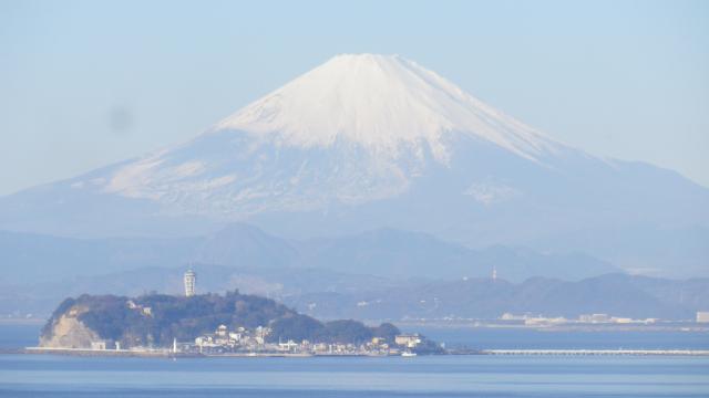 02-2)    江の島 と 富士山    17.01.01 平成二十九年 元旦 逗子「大崎公園」