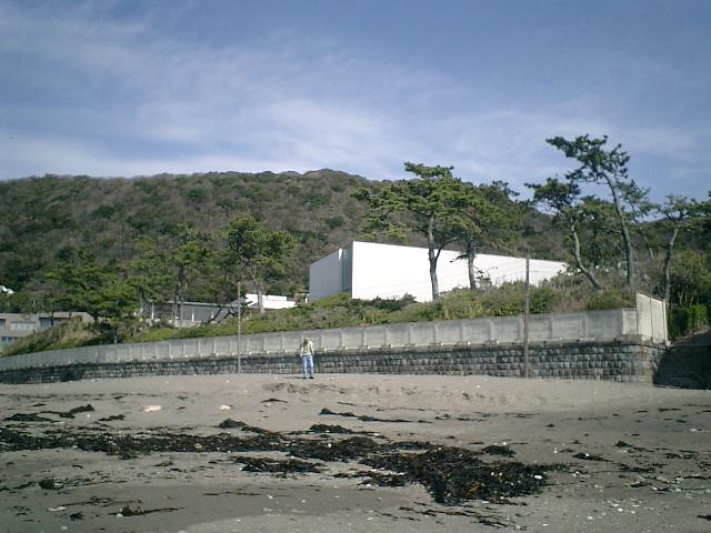 15) 海岸から 神奈川県立近代美術館_葉山 を観る。