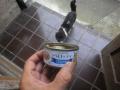 03) そうだ そうだった、朝に 献上! した缶詰の残り半分が冷蔵庫にも入れず 御供物置場=下駄箱の棚 に放置だった・・・ コッチが先だったよナ   17.08.19夕の ' ステッペンウルフ '