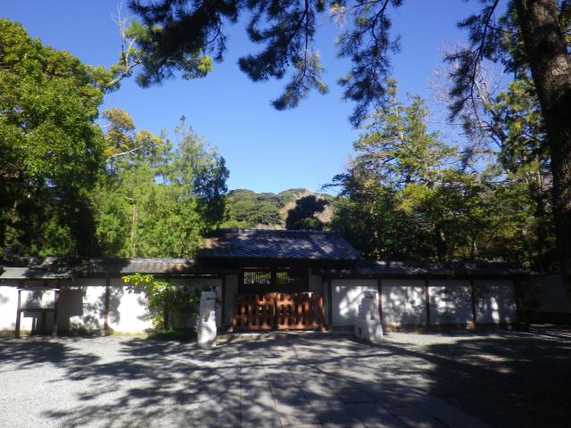 03-1)16.11.25 鎌倉「高徳院」アソコから覗いた