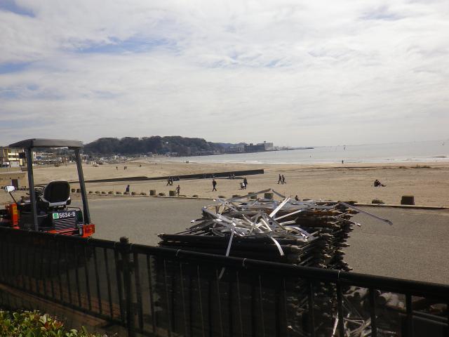 01-2) 18.03.17 「鎌倉海浜公園」の柵が交換されるらしい