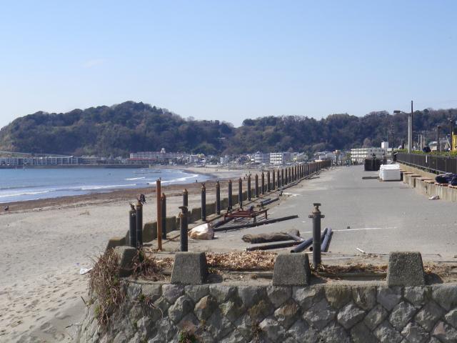 02) 18.03.17 「鎌倉海浜公園」の柵が交換されるらしい