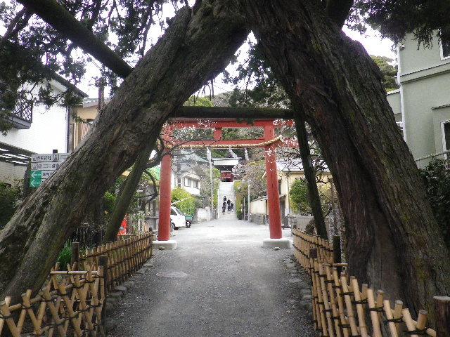 02) 「荏柄天神社」前を通過 _ 鎌倉市二階堂 9:11am頃