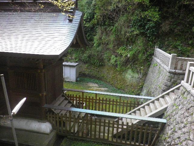 08-4) 15.04.06 ' 山の音 '、鎌倉最古「甘縄神明宮」桜の頃。