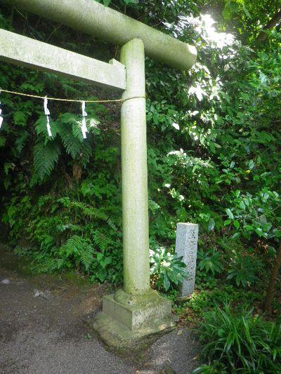03-2) ' 熊野神社 ' 鳥居 _ 洞窟内祠の撮影はいつも通り憚った
