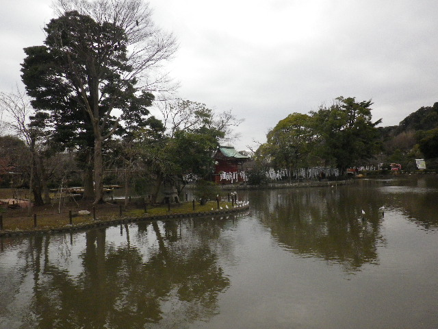"""02-1) """" 旗上弁財天社 """" 方向 _ 16.02.24 雪が降りそうな日、立春を大きく過ぎたことに気づいた 鎌倉「鶴岡八幡宮」。"""