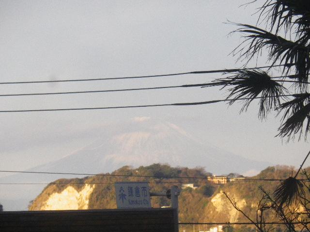 B-1) 7:32am頃~ 某トンネルを抜けて坂を下りながら正月の富士山を観た  IMGP2640