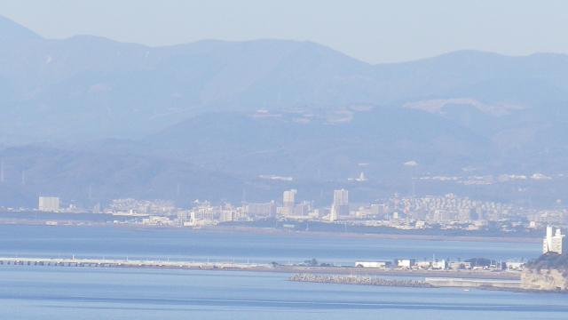 08-b右)    これでも、弁天橋周辺を撮ったつもり。 17.01.01 平成二十九年 元旦 逗子「大崎公園」