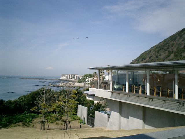06) 神奈川県立近代美術館_葉山。テラスから富士を眺めた。  写ってるかな?