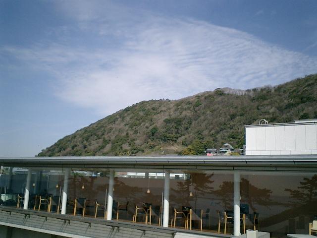 05) 神奈川県立近代美術館_葉山。テラスから喫茶室(店)を観た