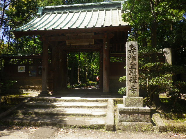 01)    17.05.05端午  鎌倉「寿福寺」立夏。 中門を潜ることができる期間の日。
