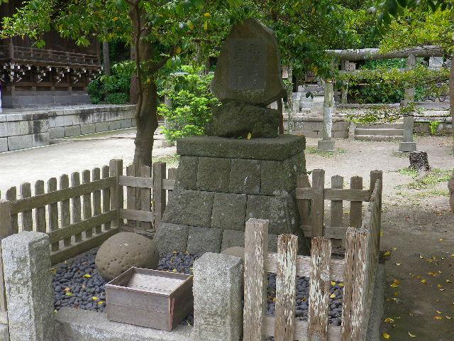 09-2)  ' 袂石 '、' 手玉石 '      17.05.25 鎌倉「御霊神社」を参拝した
