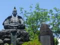 02-3)  頼朝公の像。コレだけ示せば源氏山公園であること一目瞭然だけど、皆無ではないがデジタルカメラで撮ったのは初めてかもしれない。そもそもが、いつもココをスルーしてきたもん