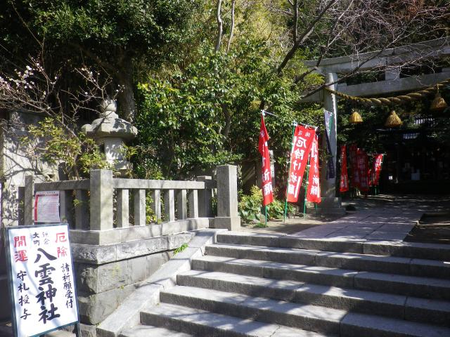 03)   18.02.15 鎌倉市大町の「八雲神社」私にとってココは八重桜見所。気づかれることなくショボい梅の花を、フェイク炸裂!で撮った。
