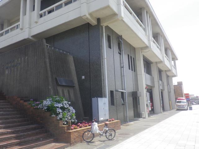 01)    18.06.08 男気ムンムンの「鎌倉消防署」の繊細な花壇