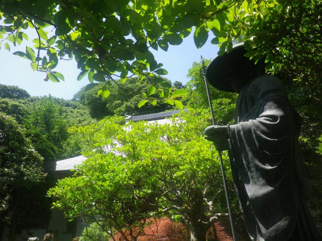10) 山門を潜ってからの境内   18.06.08 紫陽花の寺から 萩の寺になる ' らしい ' 鎌倉「成就院」