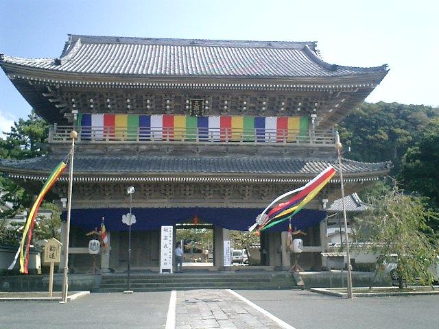 02)鎌倉市材木座「光明寺」山門。10/13~14は有料¥300で内部公開。