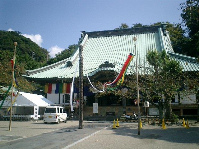 03)鎌倉市材木座「光明寺」本堂。'十夜法要'の準備中。
